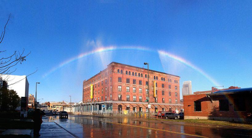 Un arcoiris hecho por el hombre, por Michael Jones McKean