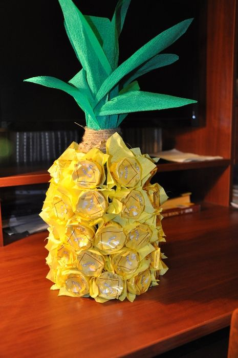 Image from http://www.diy-enthusiasts.com/wp-content/uploads/2013/05/unique-gift-wrapping-ideas-wine-bottle-pineapple-chocolates-glue.jpg?f51b00.