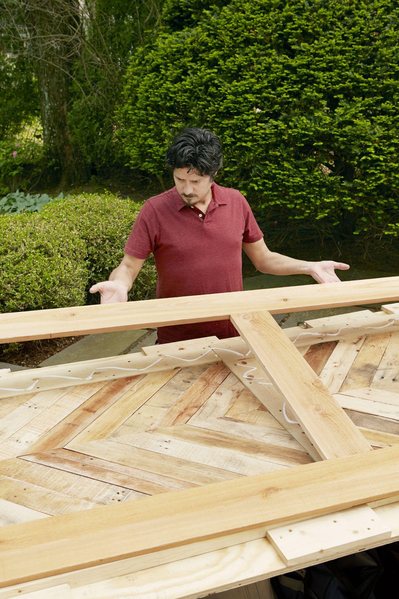 how to build a sliding door