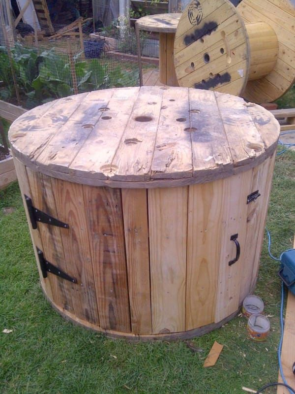 Brilliant DIY-er Upcycles An Old Cable Spool Into A Backyard Duck House
