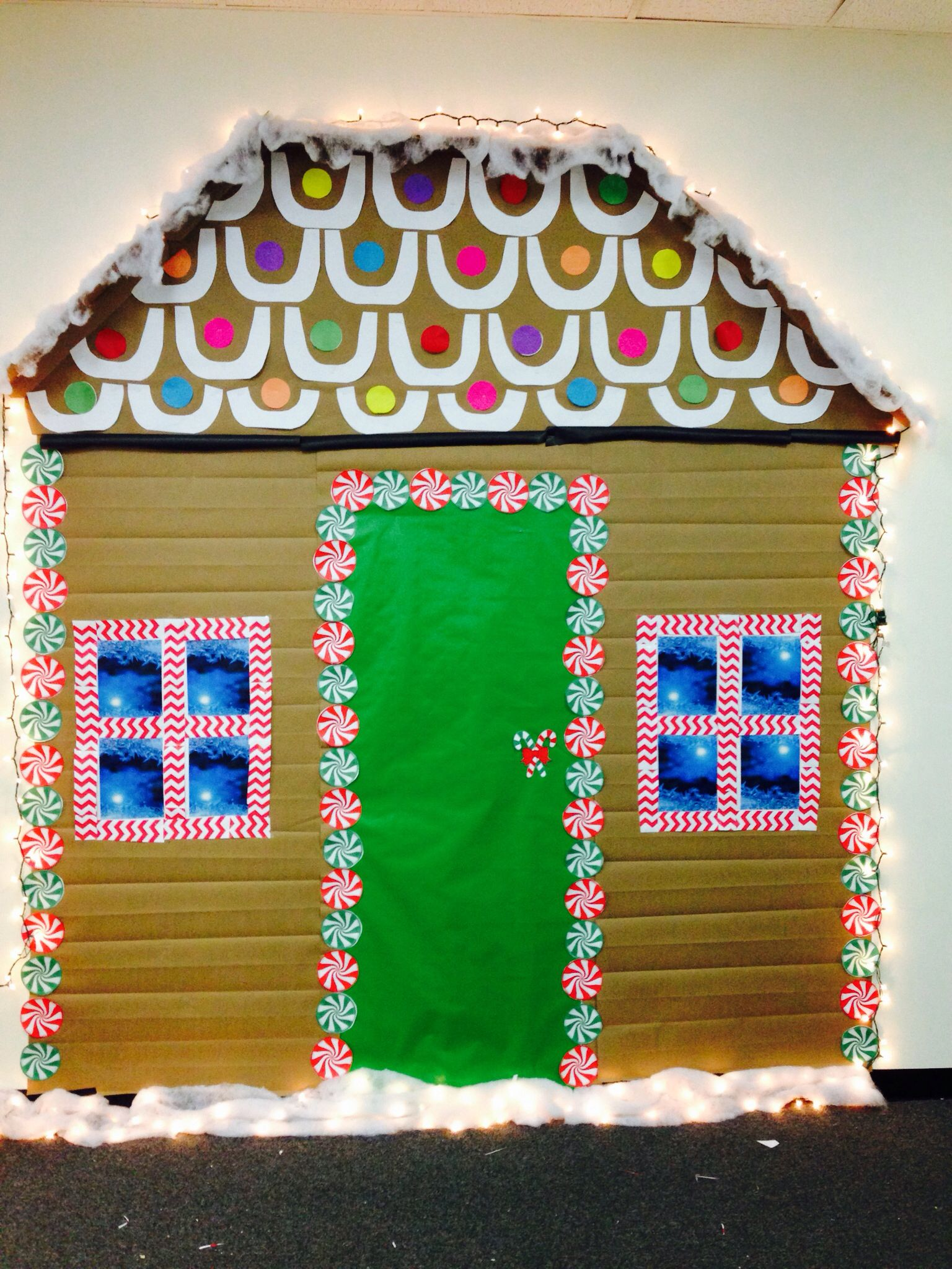 life size gingerbread house for the office gingerbread house christmas office decorations. Black Bedroom Furniture Sets. Home Design Ideas