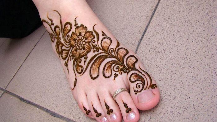 henna muster fr anfnger silberner ring indische ttowierung mit blumen muster - Henna Muster Fur Anfanger