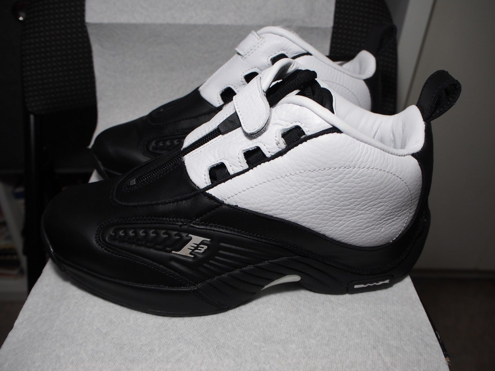 15e24c7de9e Reebok The Answer 4 IV Stepover Allen Iverson Size 8 BLACK WHITE V55619