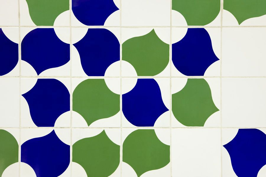 Athos bulcao painel de azulejos batist rio catedral for Azulejos df