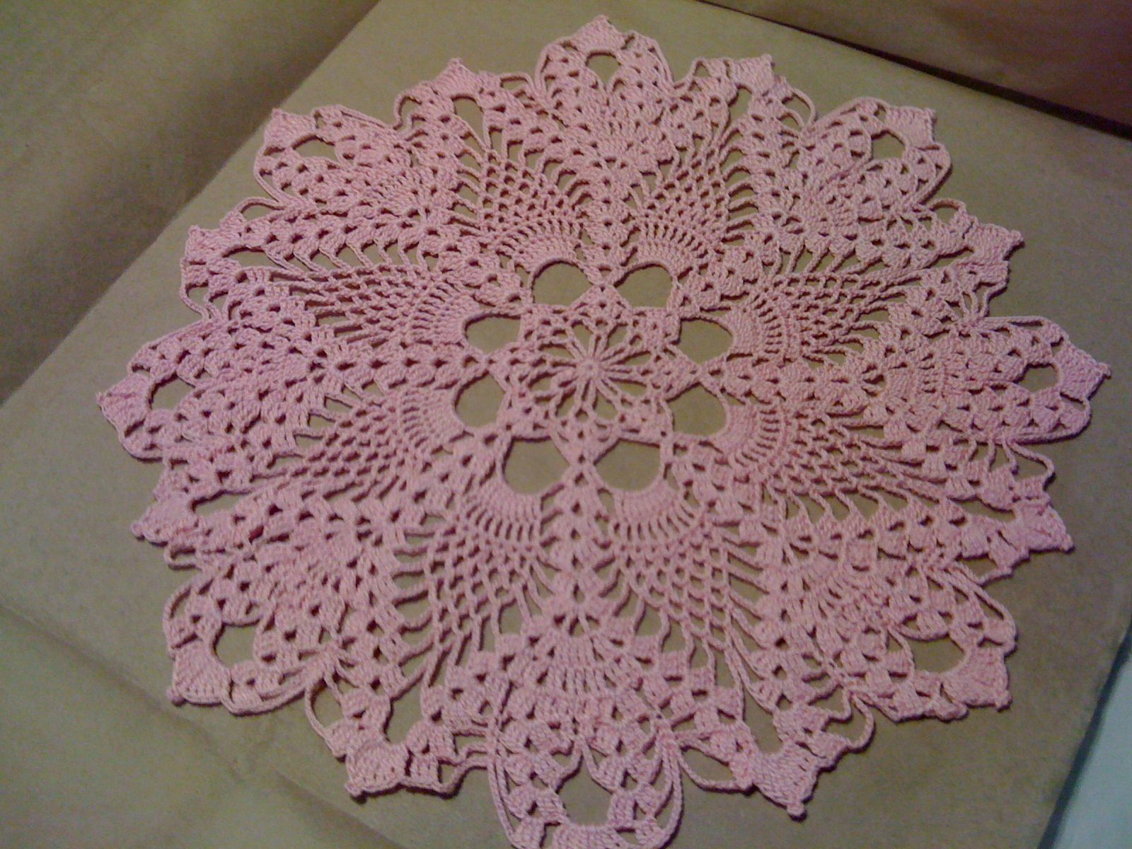 Pineapple Doily Result - Beautiful pattern...I did mine in pink.