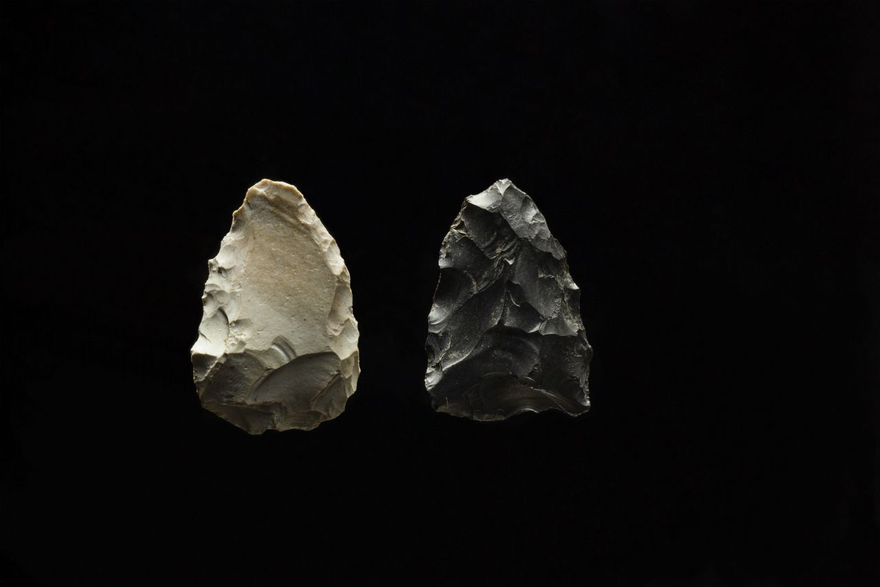 Stone arrowheads excavated from the Odai-Yamamoto site, 2 pieces  Stone arrowheads that were discovered with the oldest pottery fragments. They indicate the beginnings of the bow and arrow(Odai-Yamamoto Site)