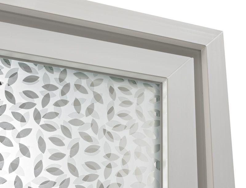 Détail du vitrage de la porte d\u0027entrée grand vitrage PVC Holly 2 par