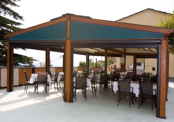 Pergole Retractabile Med Elite De La Gibus Structura Lemn Pentru Terase Restaurant Inchise Pe Timpul Iernii Terase Des Pergola Beer Garden Outdoor Structures