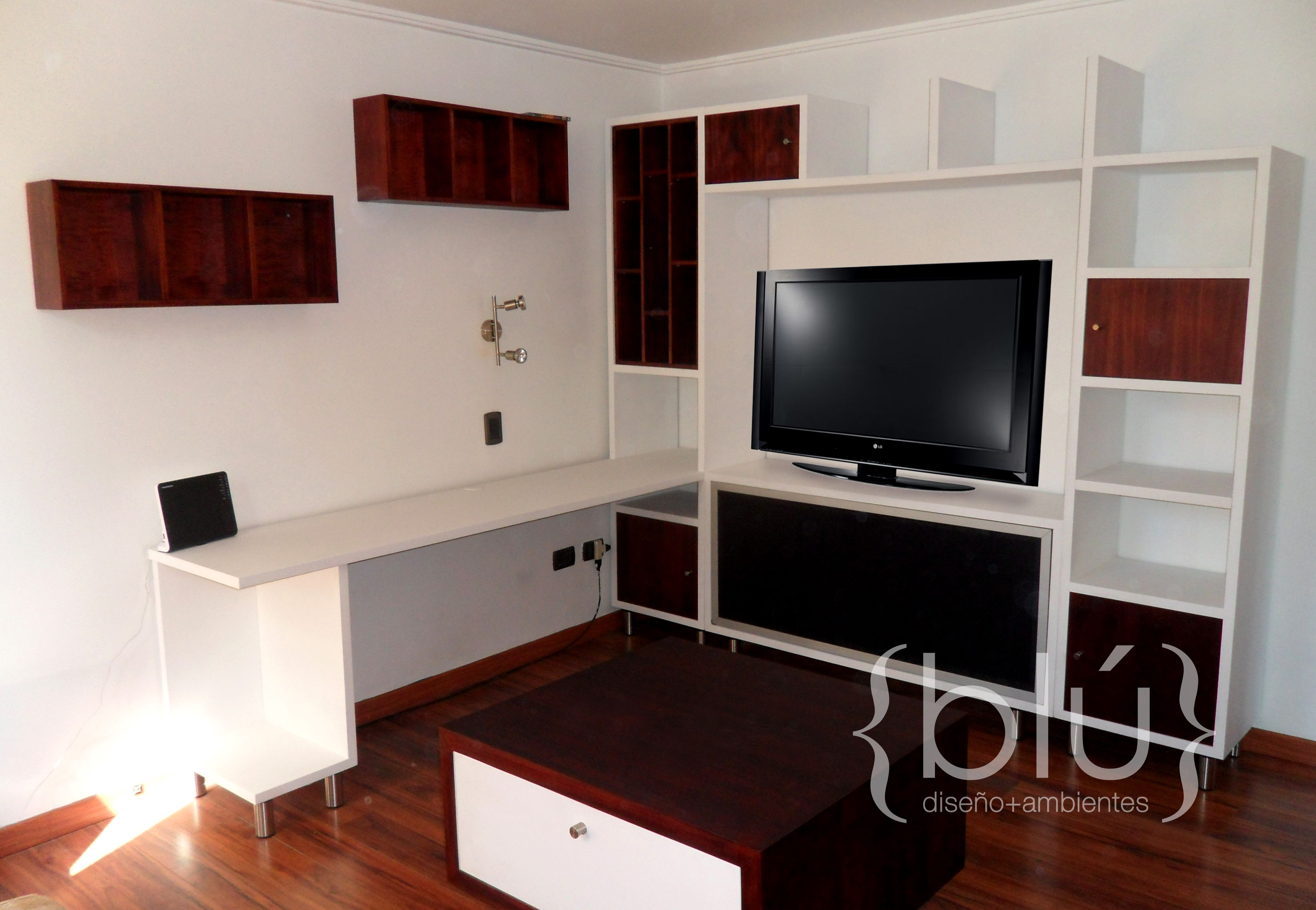 Mueble sala de estar para tv con escritorio proyectos for Sala de estar tv