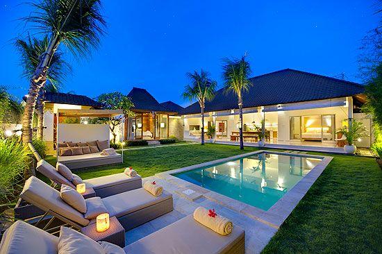 Villa Melati Tiga Kamar Tidur Berlokasi Di Jalan Laksmana Jalan Oberoi Di Seminyak Bali Yang Terkenal Akan Julukan Eat Street Hotel Rumah Mewah Rumah