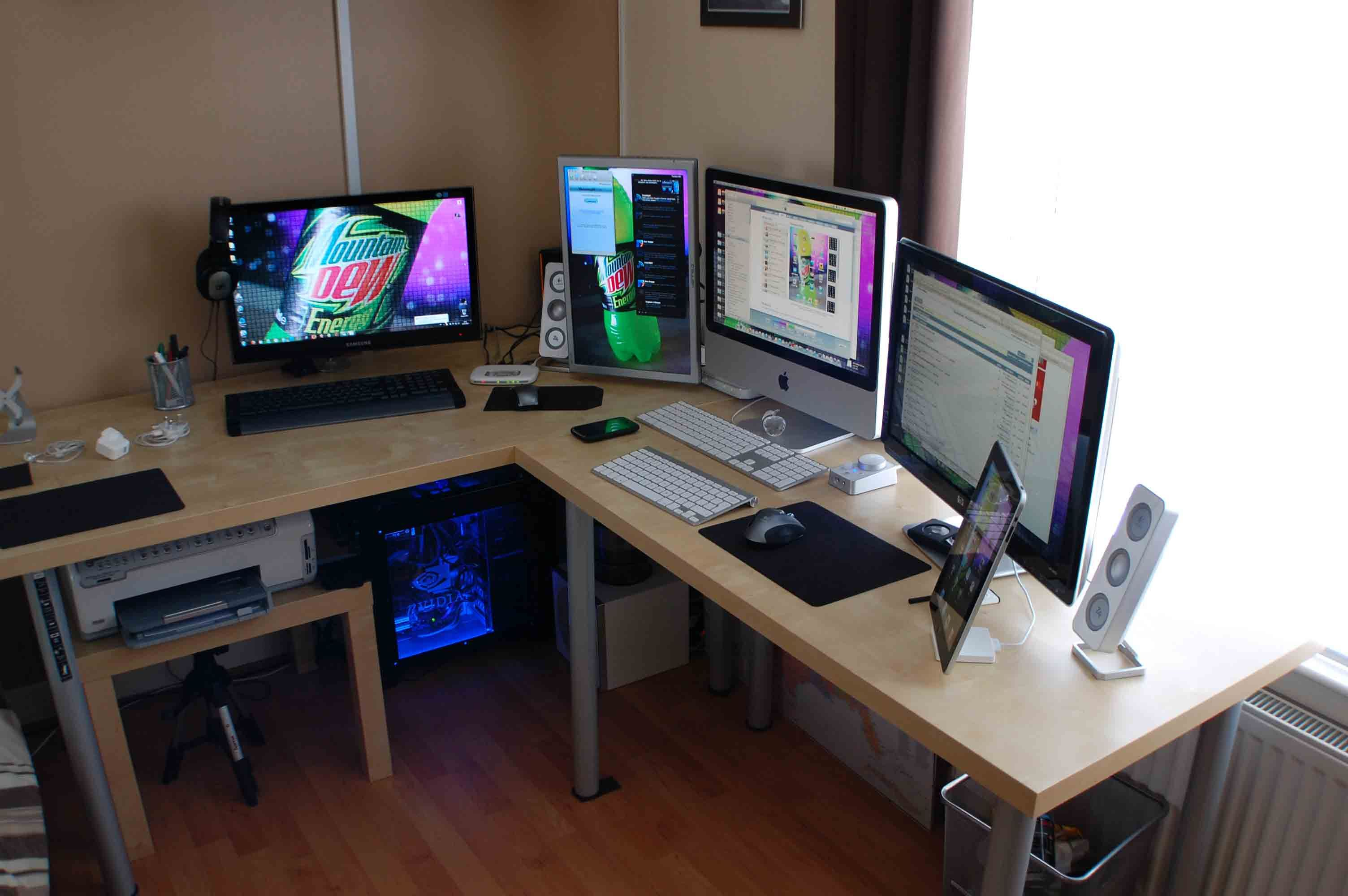 surrounded by macs yesplease cool mac comp setups pinterest macs and computer setup. Black Bedroom Furniture Sets. Home Design Ideas