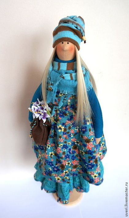 Купить или заказать Кукла тильда Иринка-Бирюзинка в интернет-магазине на Ярмарке Мастеров. Платье сшито из натурального льна, украшено капроновым и х/б кружевом. Обувь и сумочка выполнены из кожзами под замшу. Волосы - искусственные трессы. Сидит самостоятельно. РЕЗЕРВ!!!