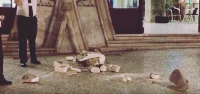 Se hace un selfie y destruye una estatua de 126 años de antigüedad