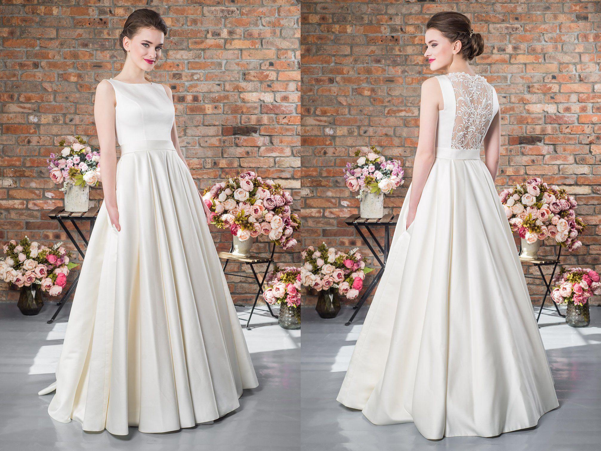 Plus Size Lace Vintage Bridal Gown Ivory Wedding Dresses Open Back