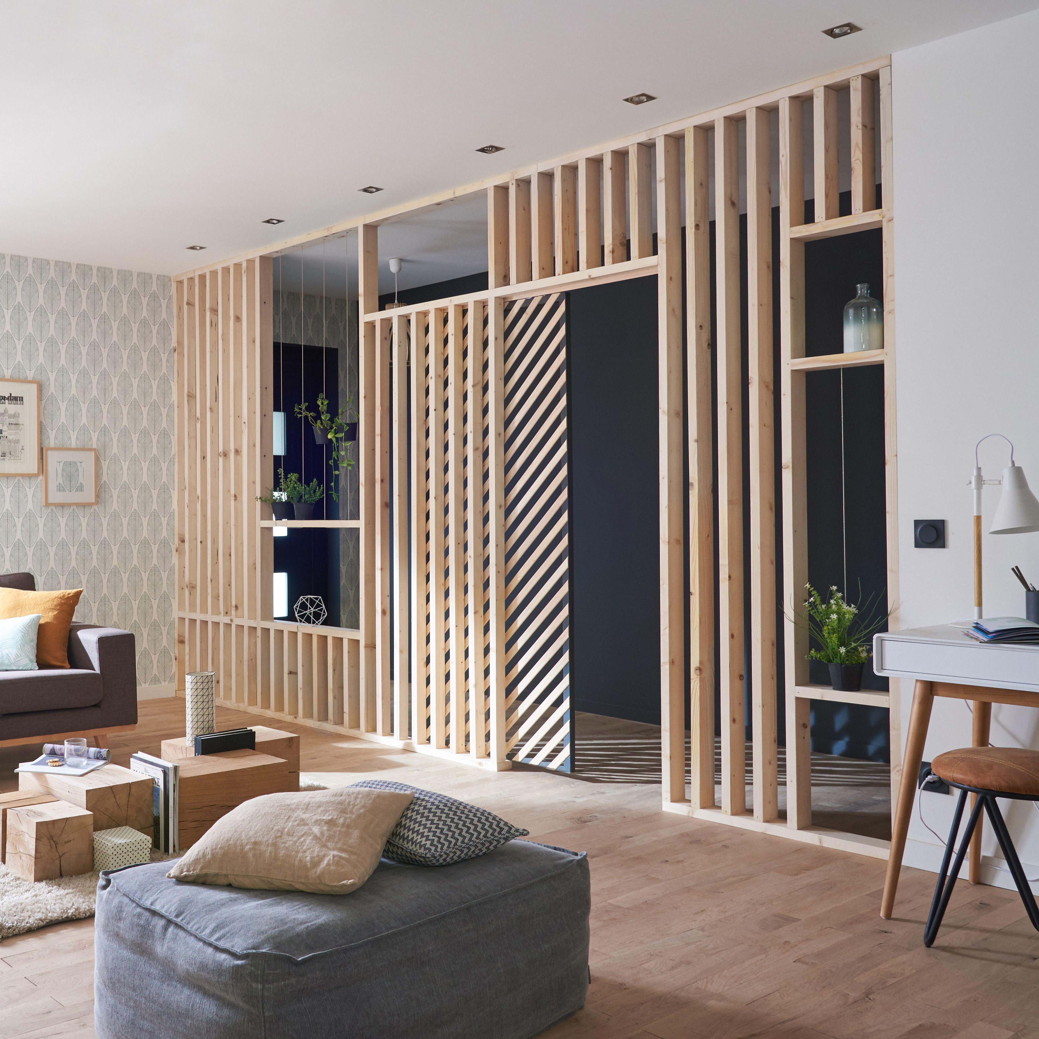 Une Cloison En Tasseaux De Bois Geometrique Pour Completer La Deco