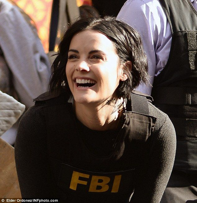 jaimie alexander arms herself with rifle on the ny set of