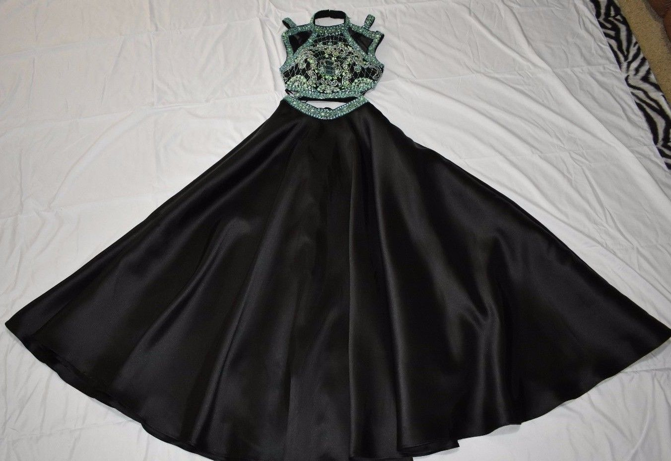 Alyce paris piece prom dress size black with teallight green