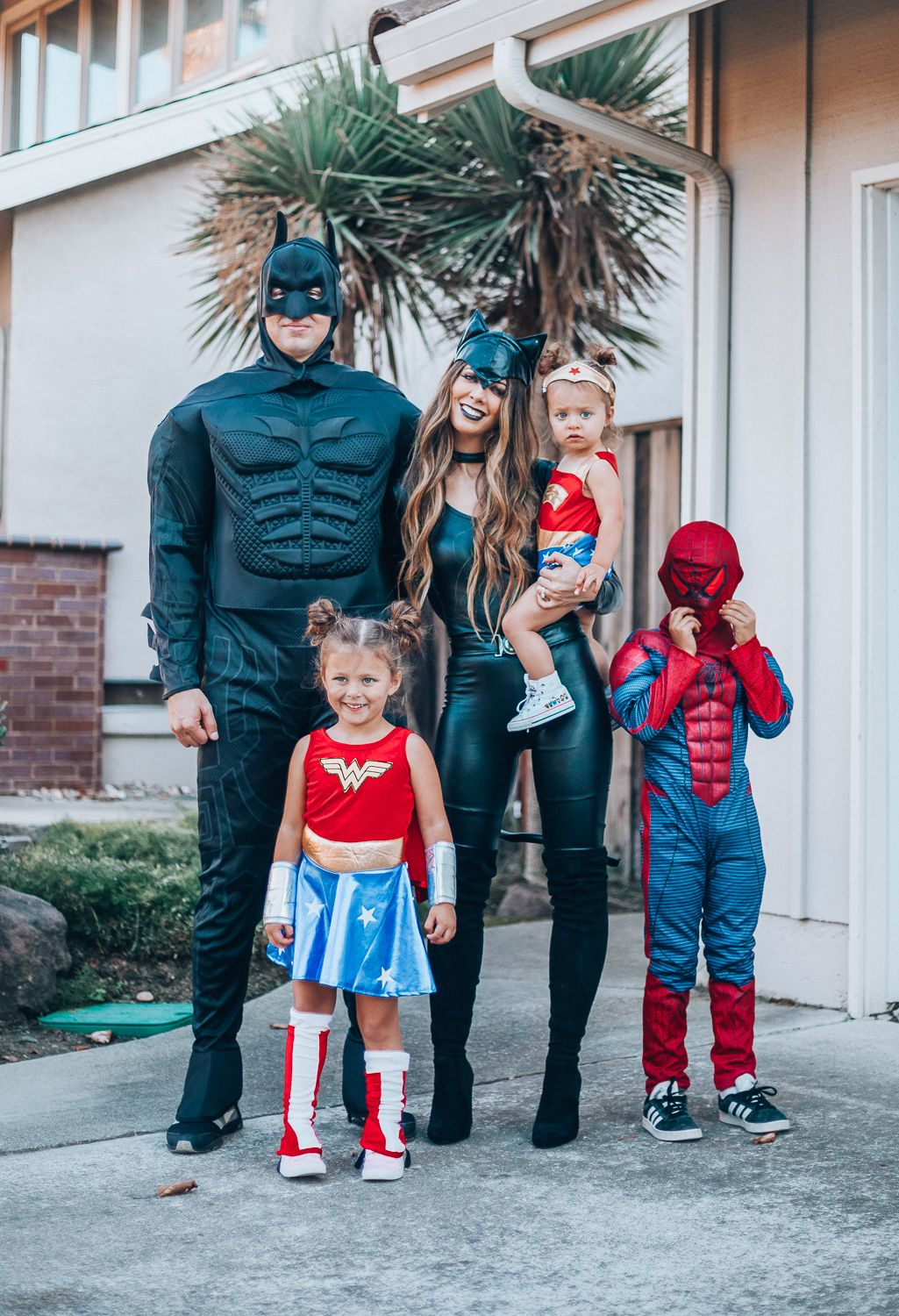 Creative family halloween costumes family costumes