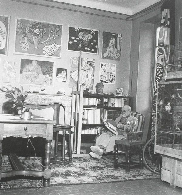 Matisse Reading In His Studio At The Villa Le Reve Vence C 1945 My Favorite Artist At Home Henri Matisse Abstract Artists Art
