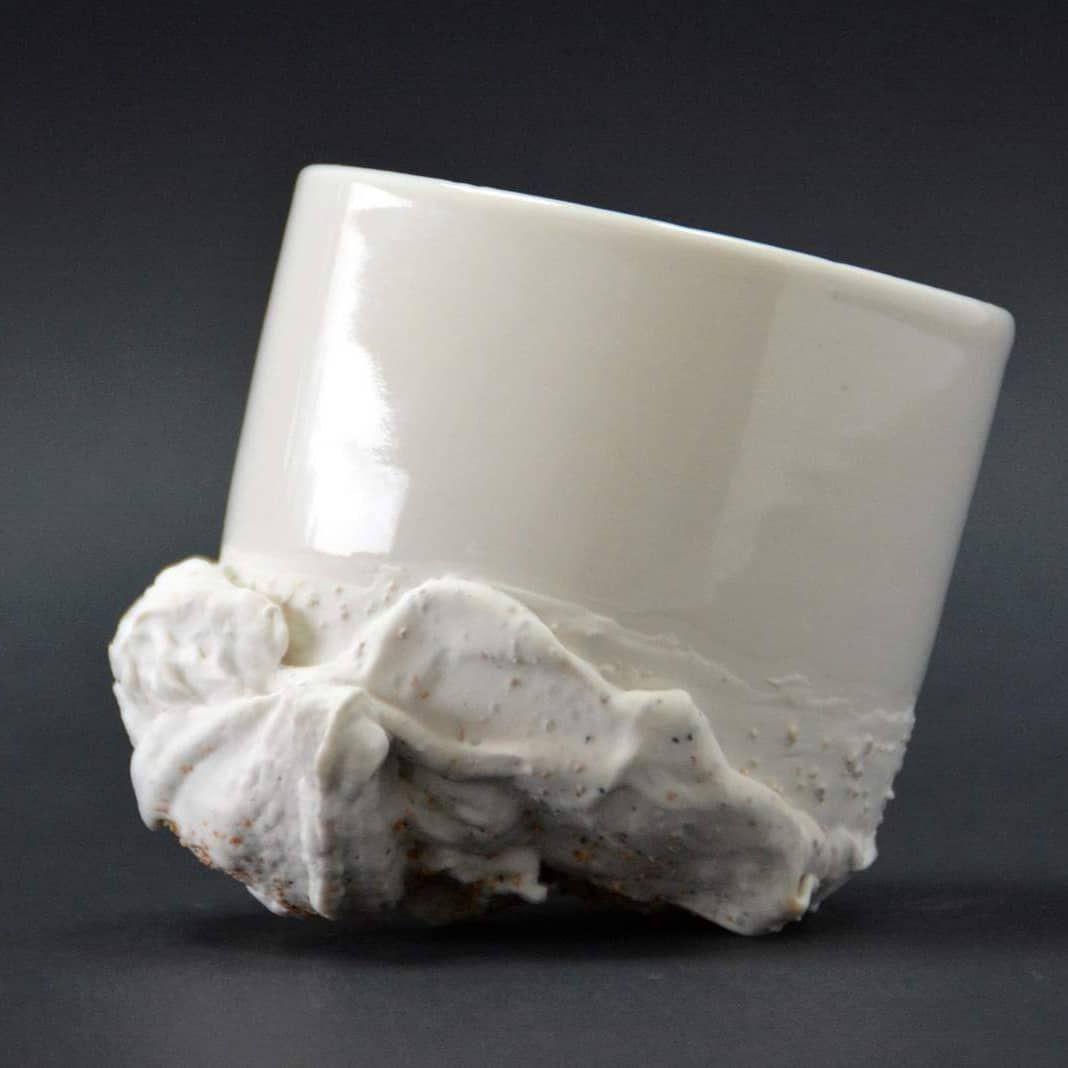Commencer la semaine avec un bon latte macchiato ☕???? Altérités | Crème de lait | Porcelaine texturée  #porcelain #porcelaine #ceramics #lattemacchiato