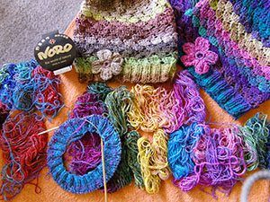 Wolle Noro Silk Garden Sock Farbe 87 Mit Mützen Aus Noro Silk Garden Sock  387 Und
