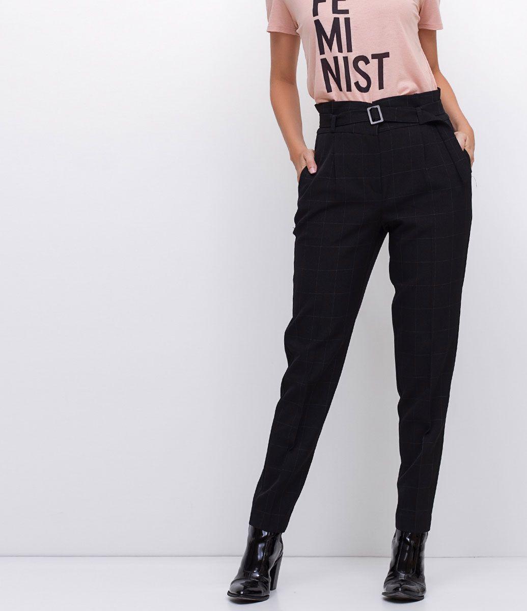 829b839f3 Calça feminina Modelo reta Com cinto Marca: Cortelle Tecido: Alfaiataria  Modelo veste tamanho: