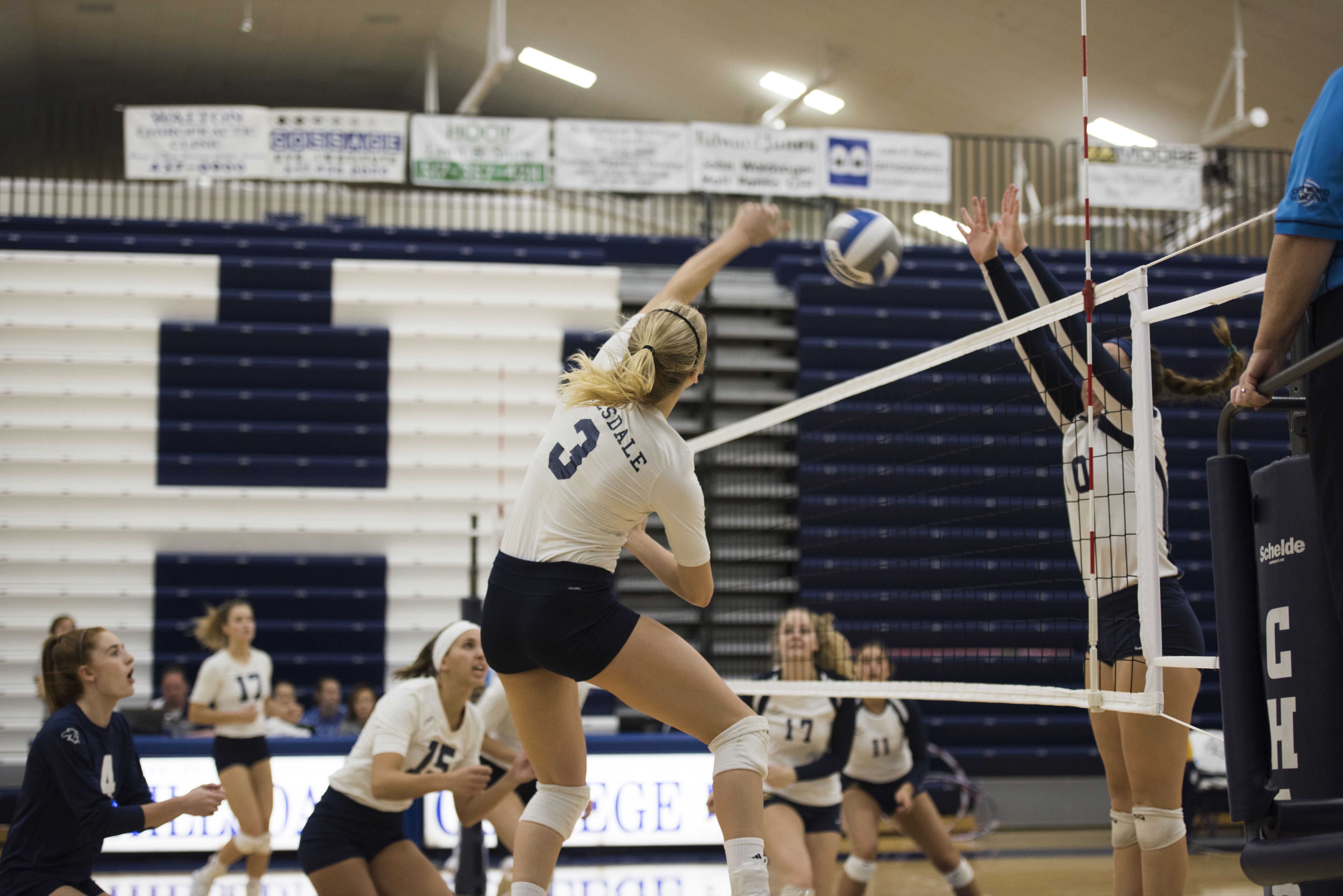Hillsdale Women S Volleyball Really Hits The Mark Hillsdale Gochargers Women Volleyball Volleyball Hillsdale