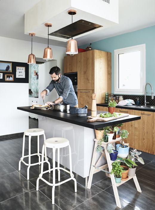 Isola cucina con sgabelli e lampade a sospensione. | cucina ...