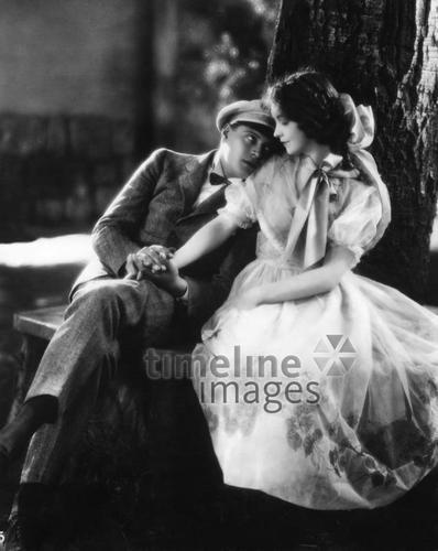 Liebesfilmszenen ullstein bild - ullstein bild/Timeline Images #1927 #Liebe #Love #Liebespaar #Liebespaare #Couple #Couples #Valentinstag #Gish #Forbes #Film #Filmsezene