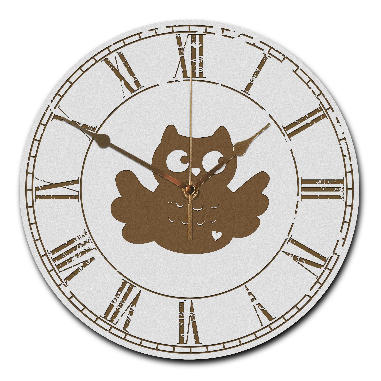 Wanduhr rund Eule Breitflügel aus MDF  Weiß - Das Original von Mr. & Mrs. Panda.  Eine wunderschöne runde Wanduhr aus hochwertigem MDF Holz mit goldenen Zeigern und absolut lautlosem Uhrwerk    Über unser Motiv Eule Breitflügel  Eulen leben weit verbreitet und es gibt sie in vielen verschiedenen Arten: Steinkauz, Schneeeule und die Waldohreule sind zum Beispiel Eulen, die jeder kennt.   Wenn eine Eule einen Partner gefunden hat, bleiben sie ein Leben lang zusammen. Eulen sind nachtaktiv. Wer…