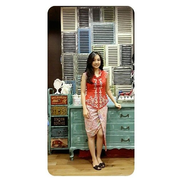 Indo Nesian Tradisi Onal Medicine Suruhan Obat: Batik Dress, Batik Kebaya