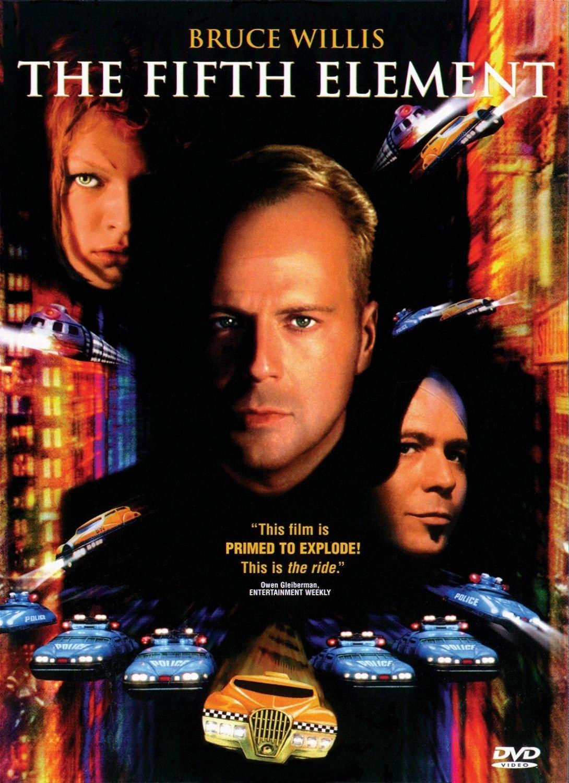 O Quinto Elemento, com Bruce Willis, de 1997. É daqueles filmes divertidos que a gente assiste várias vezes na vida.