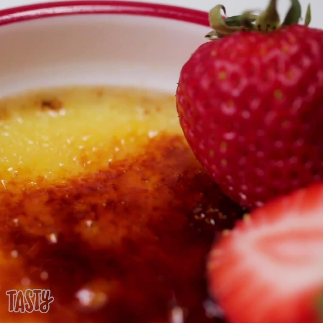 Tasty On Instagram Made With Just 5 Ingredients This Instant Pot Creme Brulee Turns Out A Perfectly Set Custard Every In 2020 Pot Creme Tasty Baked Dessert Recipes