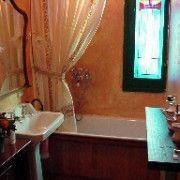 Cuartos de baño - Madera y estuco viejo