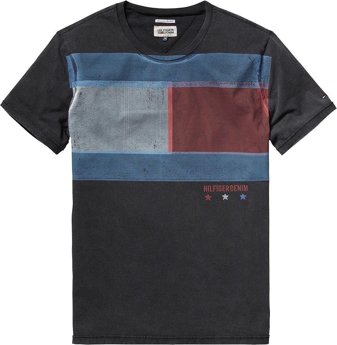 Modisches T-Shirt von Hilfiger Denim mit coolem breiten Flaggen-Print auf der Vorderseite. Angenehmer Tragekomfort, hochwertige Qualität. 100% Baumwolle...
