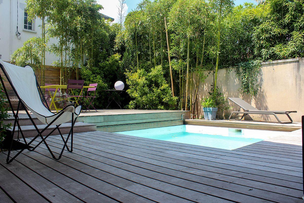 Petite piscine avec bambous outside pinterest for Petite piscine terrasse