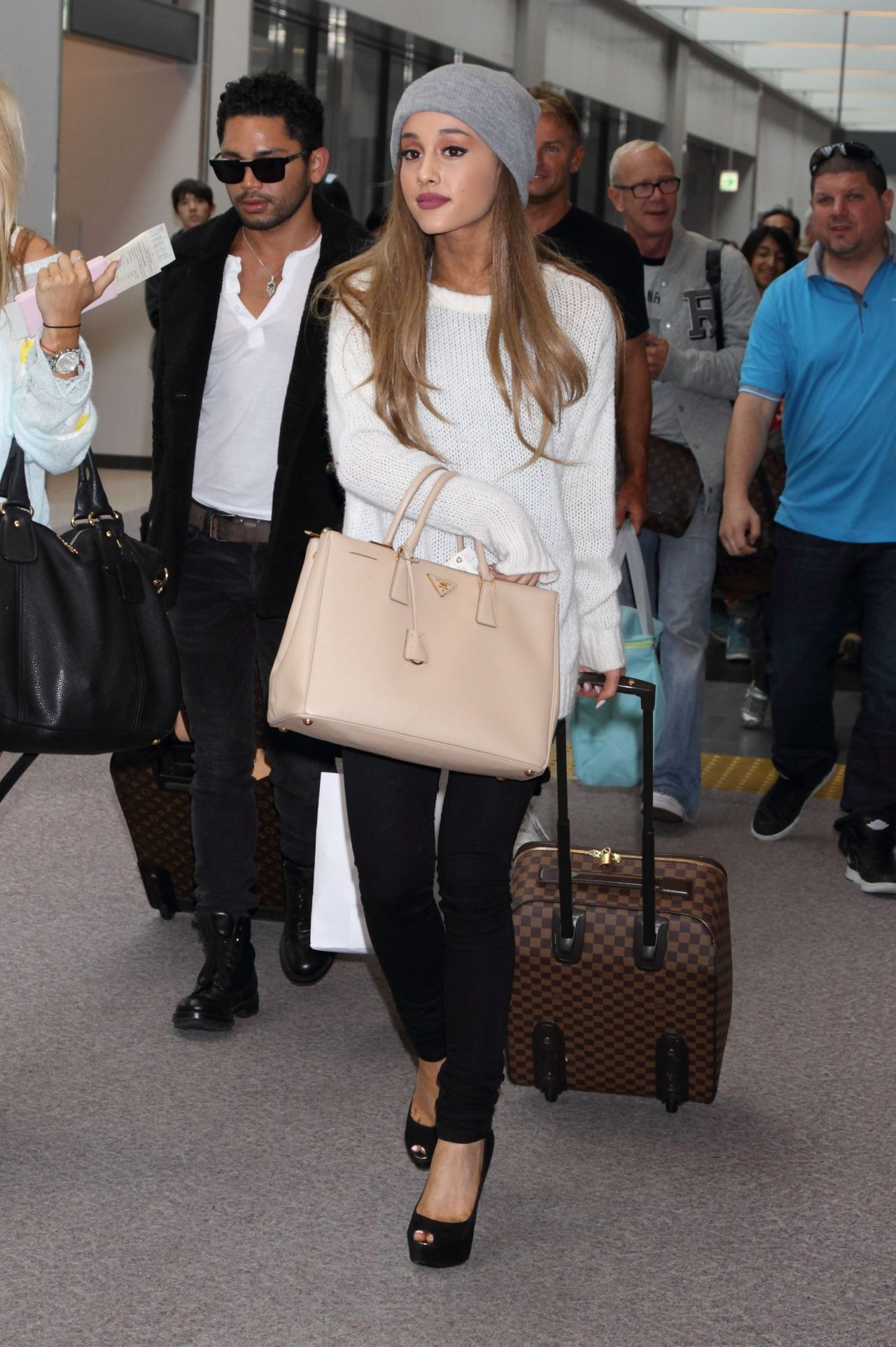 Ariana grande fashion casual outfit