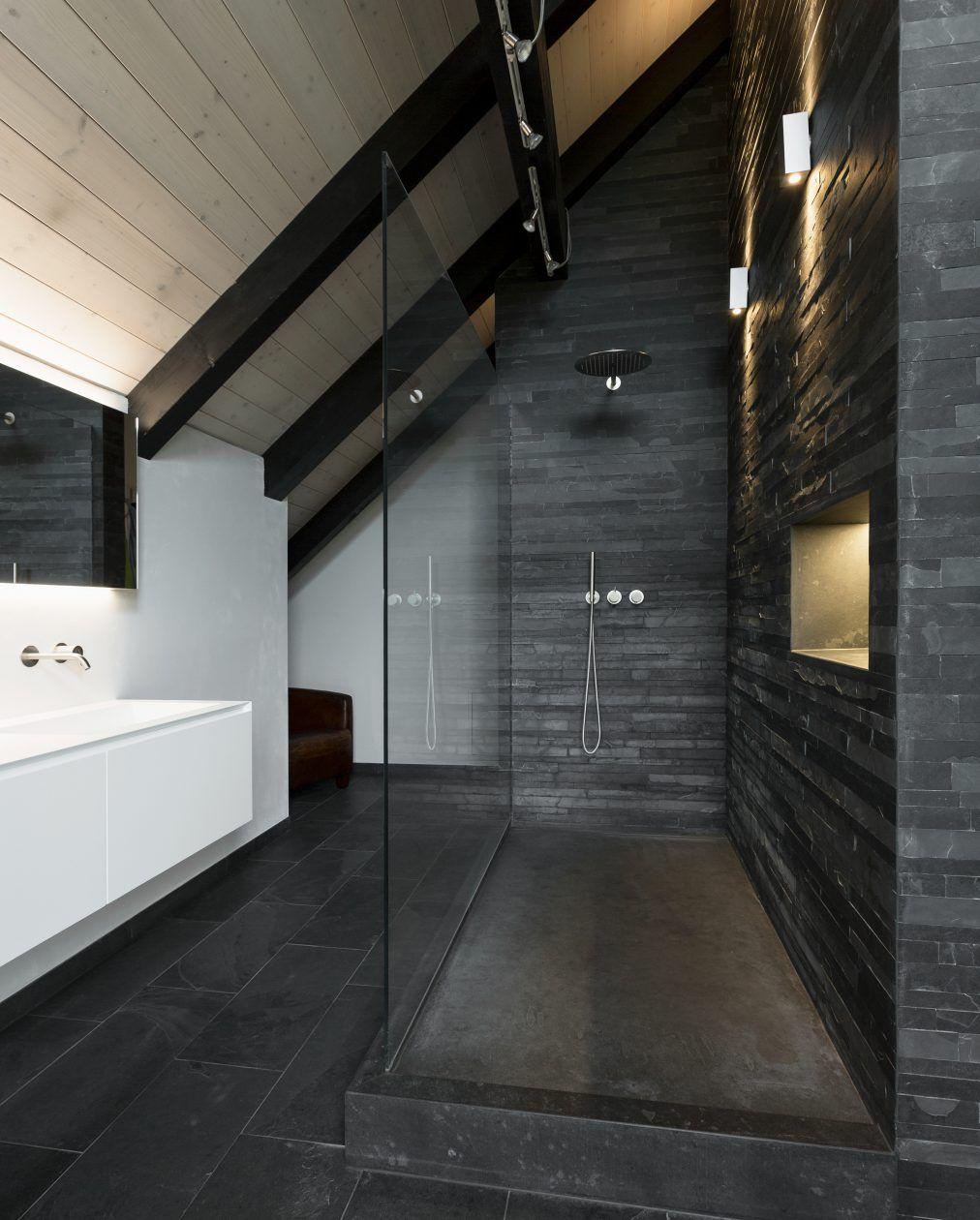 Badsanierung Mit Mustang Schiefer Fur Bodenplatten Und Wandverkleidung Badsanierung Badgestaltung Sanierung