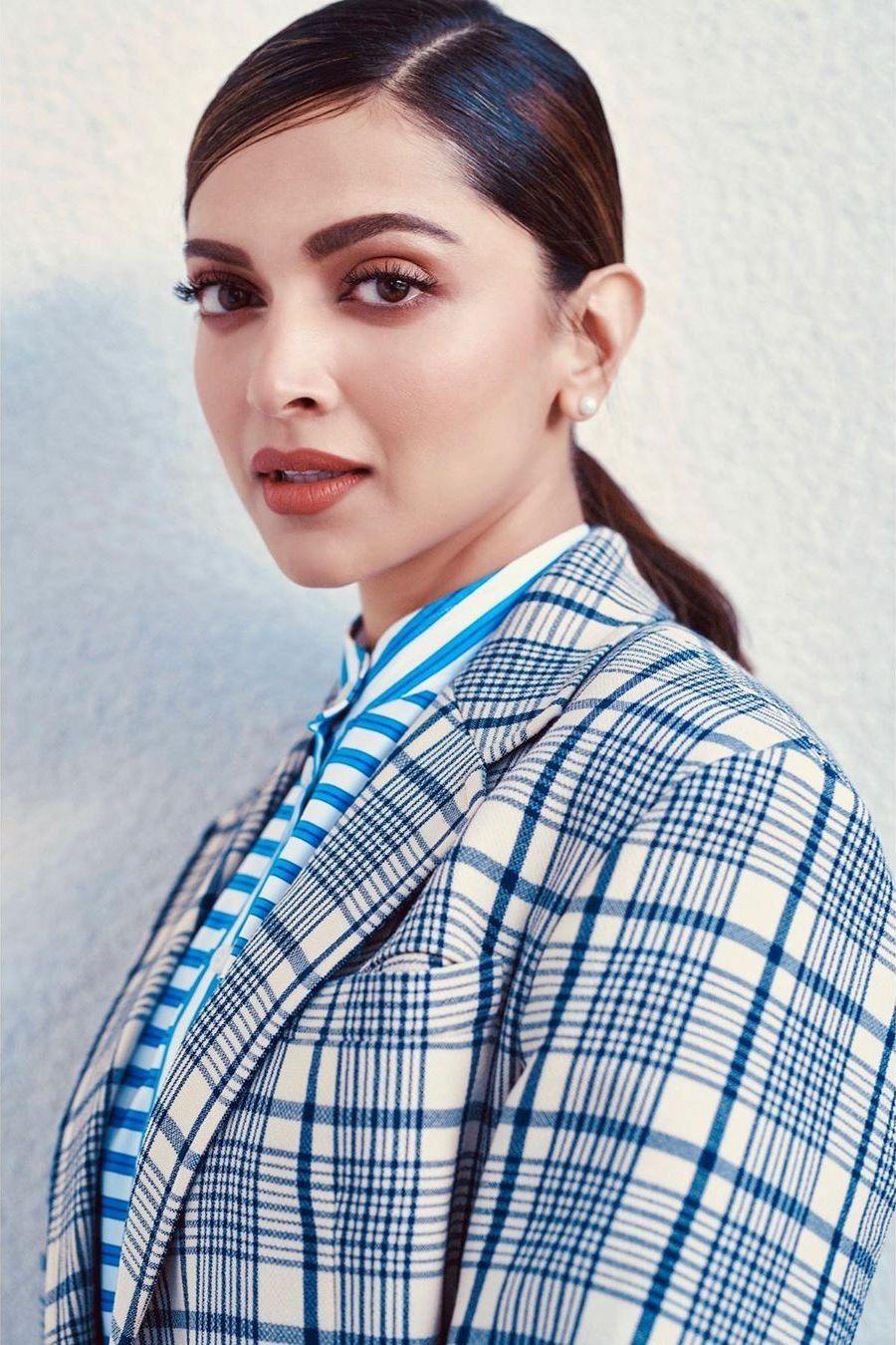 Pin By Anika Murad On Deepika Padukone In 2020 Deepika Padukone Style Bollywood Celebrities Deepika Padukone