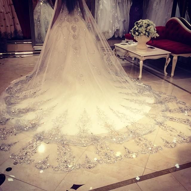 75ffd64321 2017 Bling Bling Crystal Cathedral Bridal Veils Luxury Long Applique ...