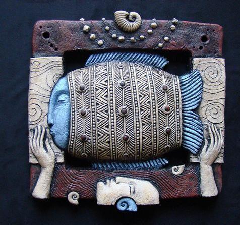 Сегодня случайно увидела шикарные работы талантливого, молодого художника-керамиста из Запорожья, Романа Халилова. Он сотрудничает с компанией « KERAMUS», занимающейся производством керамических изделий из шамота. Этот материал уникален тем, что напоминает старый природный камень, шероховатая текстура очень приятна на ощупь. Работы Романа Халилова имеют свой неподражаемый стиль.