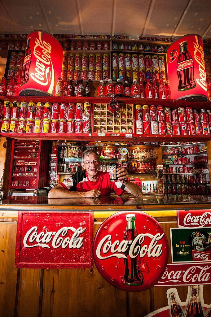 south africa 39 s biggest collector of coca cola memorabilia coca cola cola and big. Black Bedroom Furniture Sets. Home Design Ideas