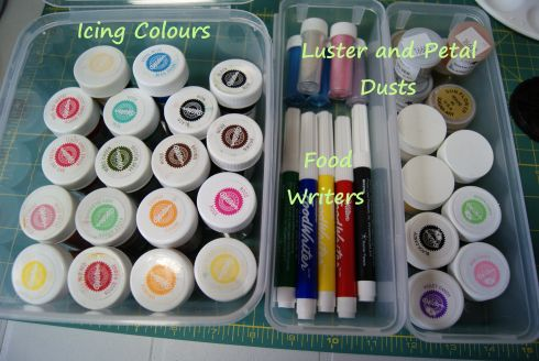 {This is good way to store all your petal & luster dust, edible ink markers and icing colors. It is by Cheyanne}