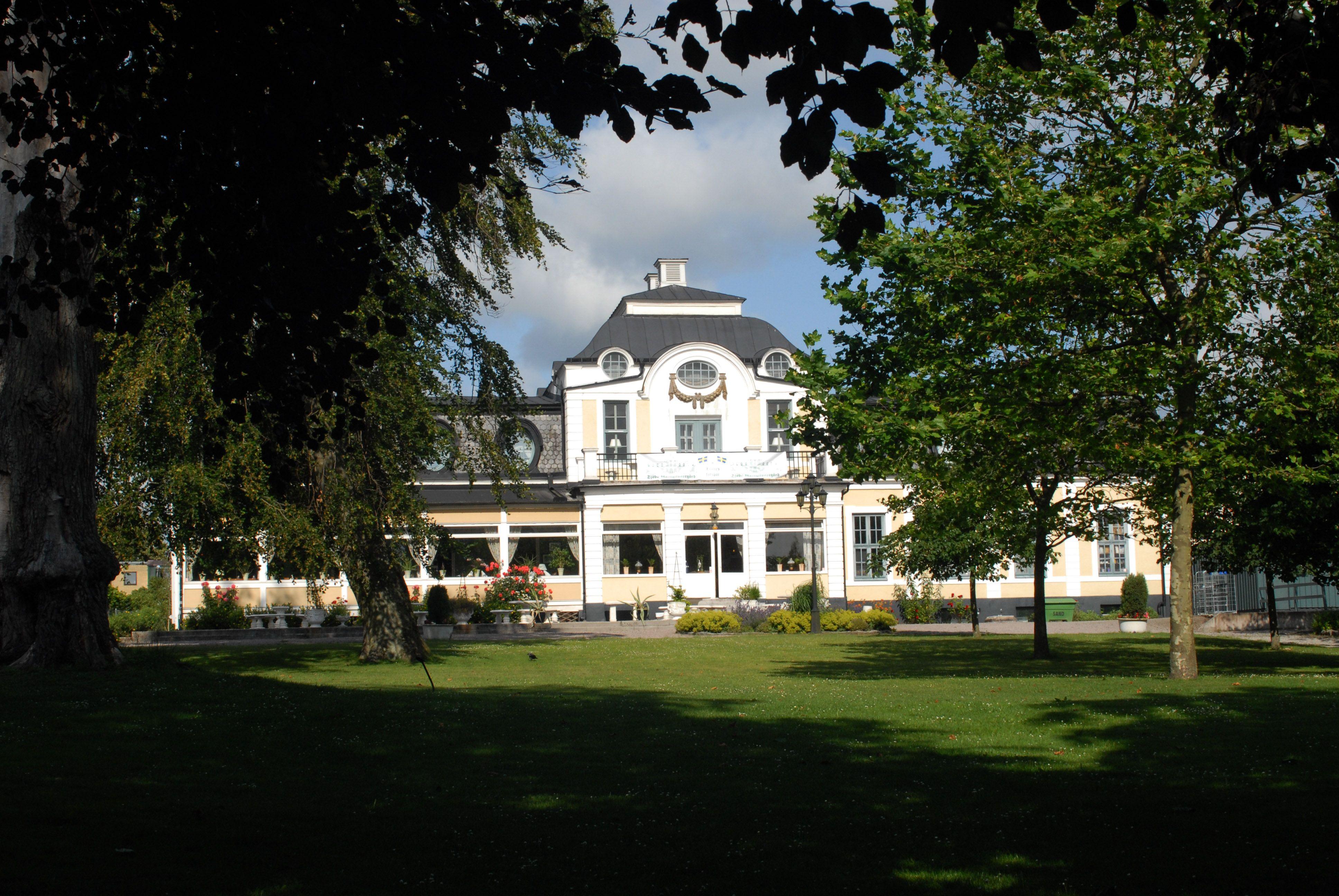 Välkommen till Sjöbo Gästgifvaregård.