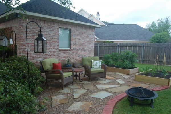 Borders For Pea Gravel | Hereu0027s A Patio Made Of Large Flat Stones And Pea  Gravel.