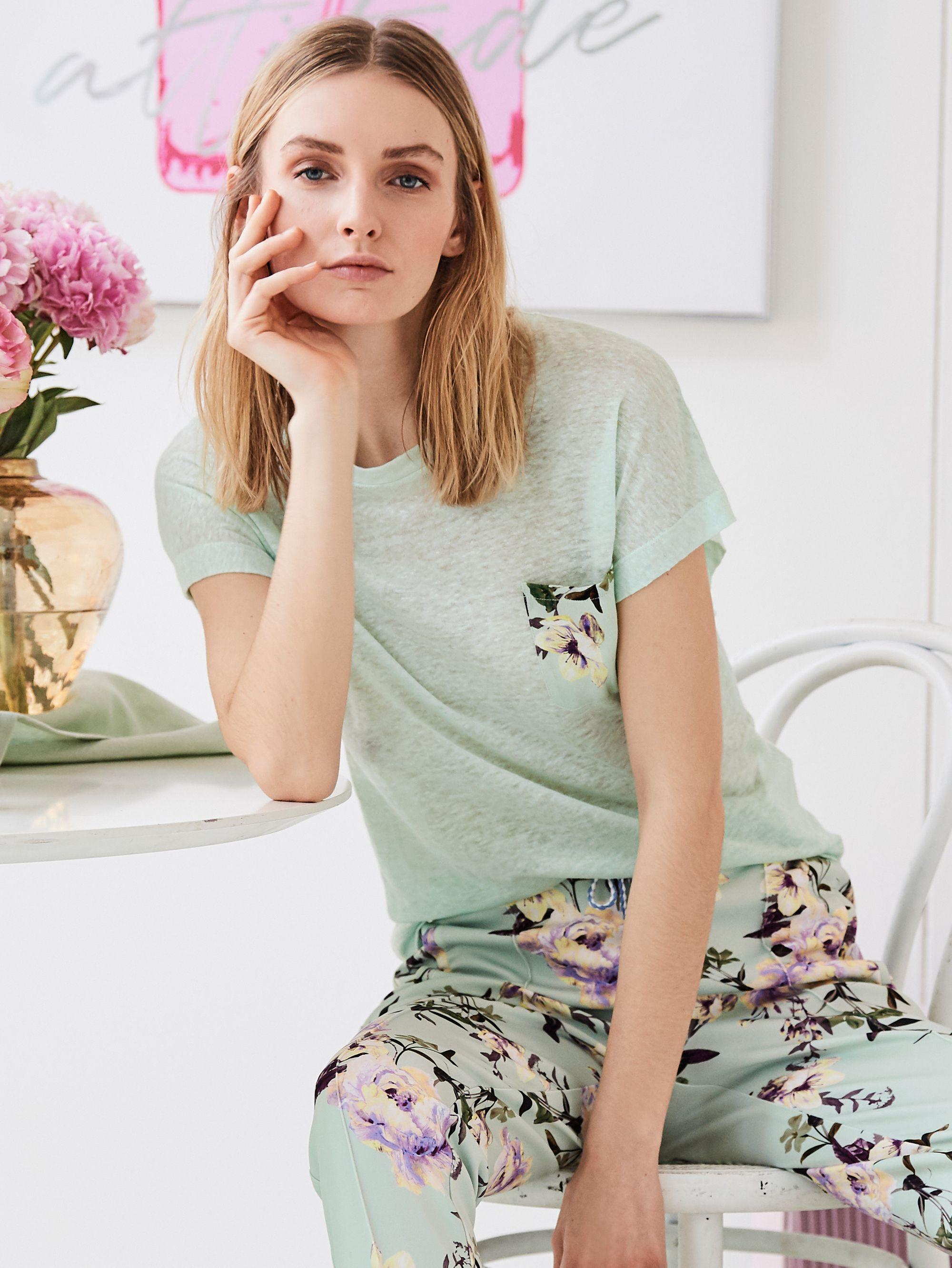 Weiches Leinenshirt Mit Floralem Highlight An Der Tasche Impressionen Fashion Style Kleid Mit Armel Modestil Bekleidung