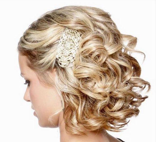 bruidskapsel kort met krullen  Haarstijlen  Trouwkapsel