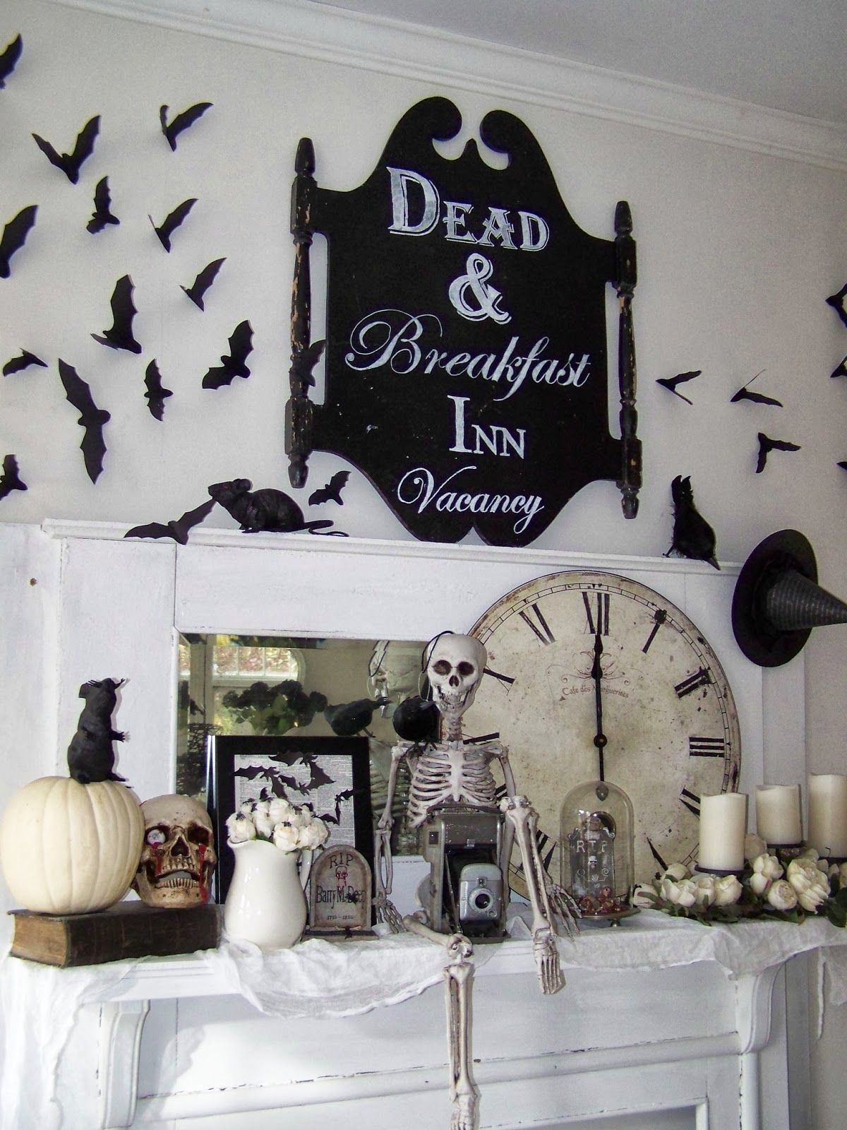 35 Absolutely Stunning Ways To Decorate Your Mantel For Fall And Halloween Easy Diy Halloween Decorations Halloween Mantel Decor Diy Halloween Home Decor