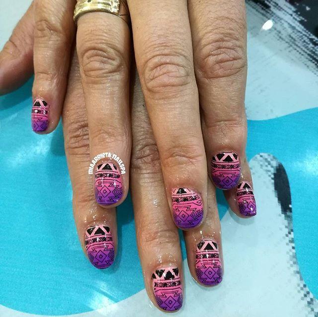 #clientafeliz #nailsart #uñasetnicas #manicureconvencional #enjoynailart #placagps... Dato curioso: Me fascina  hacer los #degrade las tonalidades, las formas para hacerlos,las mezclas de colores me encantan y las #mandalas y los #atrapasueños son mi delirio 😍😍😍😍😍