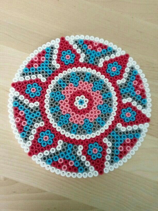 Pin de rosy en Craft__perline da stirare | Pinterest | Arte huichol ...